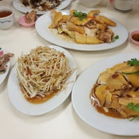 Photo taken at Restoran Loke Yun 樂園茶餐室 by Sam on 4/12/2016