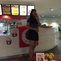 Photo taken at Red Mango by Earn Z. on 6/5/2016