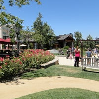 Photo taken at California Pizza Kitchen at The Lakes at Thousand Oaks by Michael R. on 4/7/2013