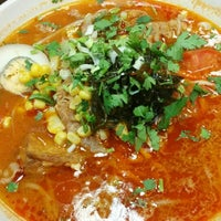 Photo taken at China Town Noodle Bar 中華美食 by Mac Z. on 7/22/2014
