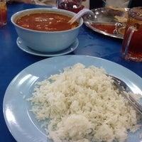 Photo taken at Restoran Rejab Maju by Munawarah B. on 10/30/2014