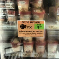 Photo taken at Publix by Tomik D. on 9/27/2012