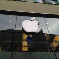 Das Foto wurde bei Apple Store, Rosenstraße von Slava B. am 7/25/2013 aufgenommen