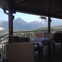Photo taken at Körfez Aşiyan Restaurant by Mehmet T. on 7/12/2015