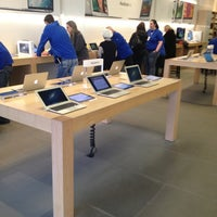 Photo taken at Apple Store, Old Orchard by Trim K. on 1/23/2013