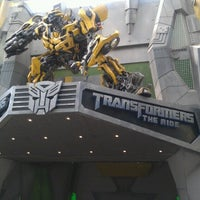 Photo taken at Transformers The Ride: The Ultimate 3D Battle by Carmen Chia on 12/10/2012