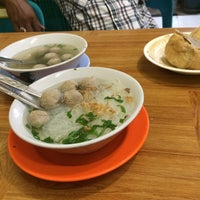 Photo taken at Bakso Ramayana by Rika  U. on 7/8/2015