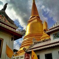 Photo taken at Wat Bowon Niwet by Sakda. S. on 7/13/2013