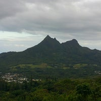 Photo taken at Nuʻuanu Pali Lookout by robert on 5/21/2013