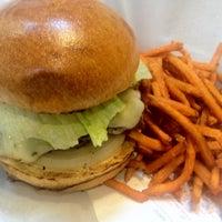 Photo taken at Burger Moovment by Dj EDLo P. on 7/11/2012