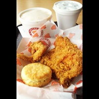 Photo taken at Popeyes Louisiana Kitchen by Konsole K. on 9/3/2012