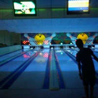 Photo taken at Via Bowling by Bruno Saulo L. on 2/19/2012