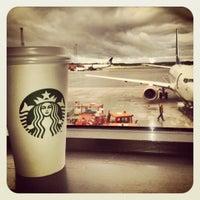 Photo taken at Starbucks by Tvinner on 9/7/2012