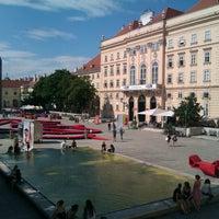 Das Foto wurde bei MuseumsQuartier von Orhan B. am 7/10/2012 aufgenommen
