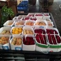 Photo taken at Mercado de flores de Buenos Aires by Maximiliano O. on 6/27/2012