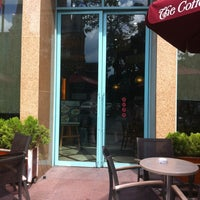 Photo taken at The Coffee Bean & Tea Leaf @ Metropolitan by Terawat B. on 7/2/2012
