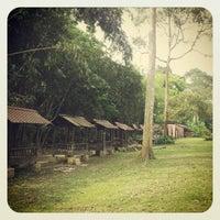 Photo taken at Tapak Perkhemahan dan perkelahan Mak Lang, Janda Baik. by David L. on 4/6/2012