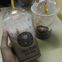 Photo taken at OldTown White Coffee by Syima A. on 10/17/2015