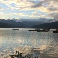Photo taken at Phewa Tal / Fewa Lake by Ozge I. on 9/12/2016