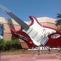 Photo taken at Rock 'N' Roller Coaster Starring Aerosmith by Lorena C. on 4/26/2013