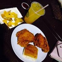 Photo taken at KFC by Shi D. on 11/10/2014