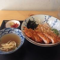 Photo taken at 돈텐동식당 by Yewon H. on 4/11/2014
