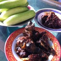 Photo taken at Rumah Makan ELLA - Spesial Bebek Goreng Pedas by Chelsea M. on 1/17/2015