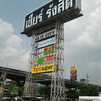 Photo taken at Zeer Rangsit by Kob T. on 10/12/2012