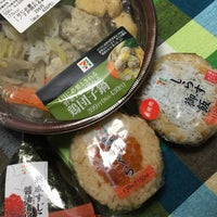 Photo taken at セブンイレブン 横浜長津田みなみ台店 by Japan81 on 11/18/2016