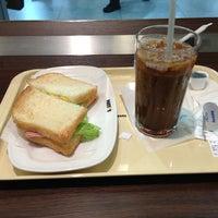 Photo taken at ドトールコーヒーショップ 新幹線新大阪駅店 by Koji T. on 1/12/2013