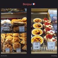 Photo taken at Boulangerie-Pâtisserie Lohezic by Dian I. on 2/28/2016