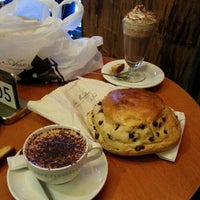 Photo taken at Café Le Flesselles by Fro on 12/13/2014