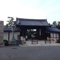 Photo taken at 妙心寺 南門 by ysbay98 m. on 10/2/2016