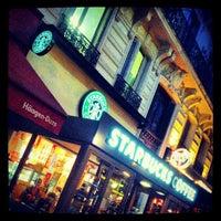 Photo taken at Starbucks by dikkone on 10/28/2012