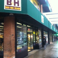 Photo taken at B&H Photo Video by Gabriel Torres A. on 1/16/2013