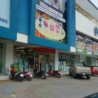 Foto tomada en บริษัท นิยมพานิช จำกัด (NIYOM PANICH Co.,Ltd. Head Office) por draco p. el 6/20/2016