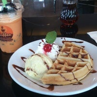 Photo taken at The Coffee Zelection by Patiparn I. on 7/11/2013