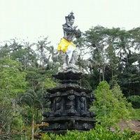 Photo taken at Pura Tirta Empul (Tirta Empul Temple) by Trisna H. on 11/18/2011