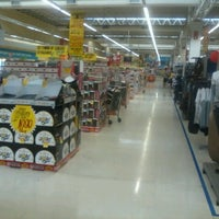 Photo taken at Extra by Edmundo D. on 7/29/2012