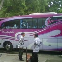 Photo taken at Nusantara Bus Agen by Syarifudien Z. on 11/5/2011