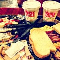 Foto tirada no(a) Gigi Cafe por Lidia S. em 6/11/2012