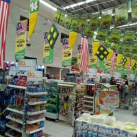 Photo taken at Giant Hypermarket by Kim Hung T. on 8/29/2011