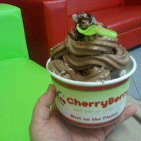 Photo taken at Cherry Berry by Raul D. on 11/1/2011