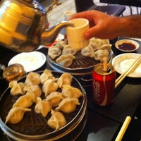 Photo taken at Qing Hua Dumpling by Vincent E. on 6/25/2011