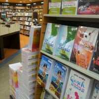 Photo taken at Popular Bookstore by mas8187 on 9/12/2012