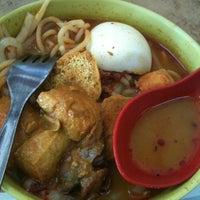 Photo taken at Asia Laksa, Jalan Tok Ungku by Colleen T. on 7/17/2011