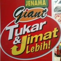 Photo taken at Giant Hypermarket by Willy N. on 1/15/2011
