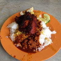 Photo taken at Nasi Ganja by Cikgu R. on 6/2/2012