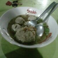 Photo taken at Pondok Bakso Batan Indah by Mia I. on 10/29/2011