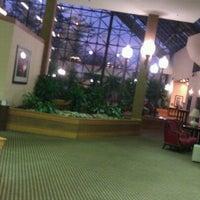 Photo taken at Sheraton Newark Airport Hotel by David L. on 10/16/2011